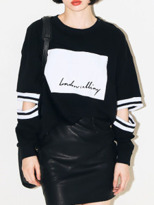 Black Letter And Stripe Print Cut Out Sleeve Loose T-shirt Choies.com online fashion store United Kingdom Europe
